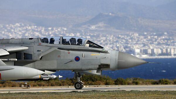 Самолет британских ВВС Tornado приземлился на базе на Кипре после нанесения ударов по ДАИШ в Сирии