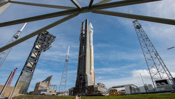 Ракета Atlas V с грузовым кораблем Cygnus на стартовой площадке космодрома на мысе Канаверал, США. Архивное фото