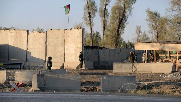 Афганская полиция возле аэропорта в Кандагаре