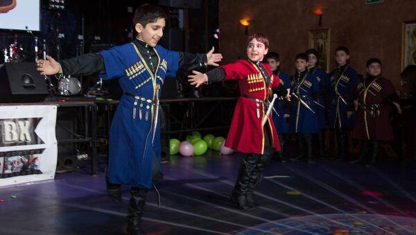 Танец лезгинка на праздновании хануки 2015 год