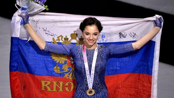 Евгения Медведева (Россия), завоевавшая золотую медаль в женском одиночном катании на Гран-при по фигурному катанию в Барселоне