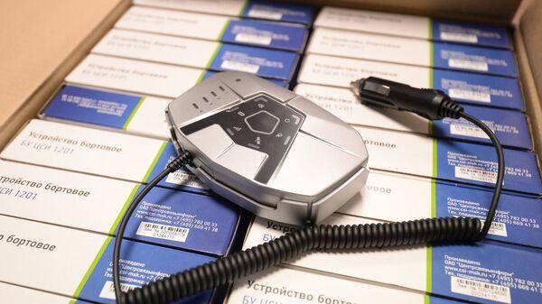 Бортовое устройство, устанавливаемое на автомашине грузоподъемностью свыше 12-ти тонн, после регистрации транспортного средства в государственном реестре системы взимания платы Платон
