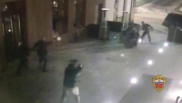 Камера наблюдения зафиксировала перестрелку возле московского кафе