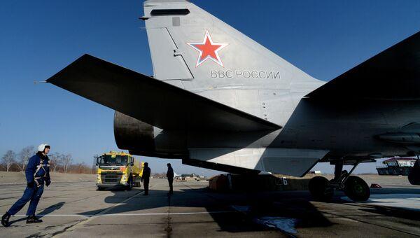 Летчик одного из первых трех МиГ-31 БМ, прошедших модернизацию после посадки на военном аэродроме Центральная Угловая под Владивостоком