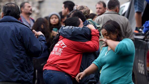 Родственники и друзья пострадавших в ДТП с автобусом в Мексике