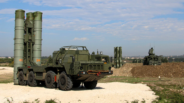 Зенитно-ракетные комплексы С-400 на российской авиабазе Хмеймим, Сирия. Архивное фото