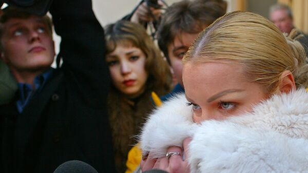 Балерина Анастасия Волочкова с представителями СМИ возле Большого Театра