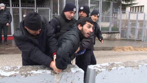 Полиция Анкары пресекла антиправительственную акцию. Кадры задержания