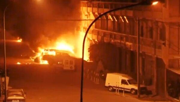 Ситуация возле захваченного террористами отеля в Уагадугу