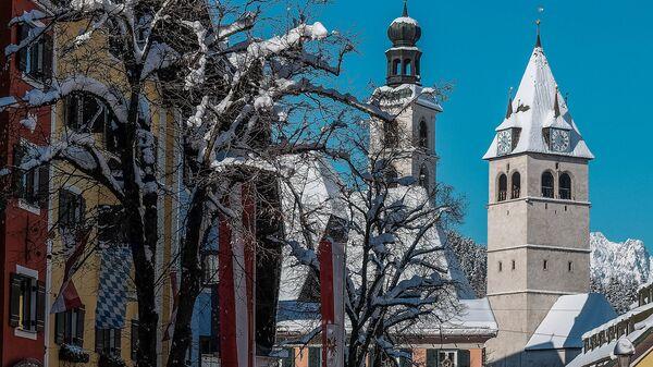Улица горнолыжного курорта Китцбюэль в Австрии