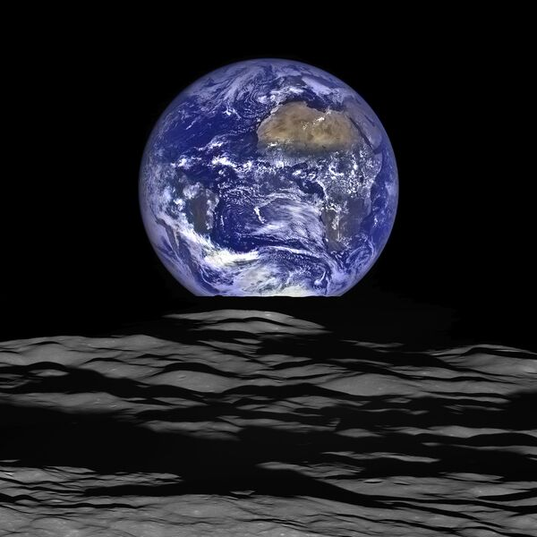 Снимок планеты Земля с орбиты Луны