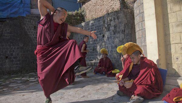 Тибетские монахи в монастыре города Дармсала, Индия. Январь 2016