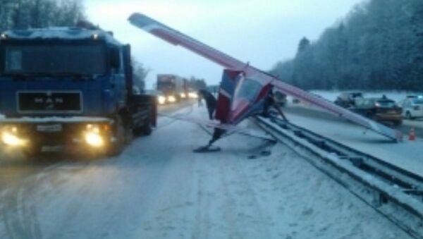 Легкомоторный самолет аварийно сел на Ярославском шоссе. Архивное фото