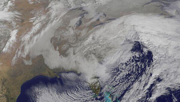 Спутниковый снимок снежной бури над США. Архивное фото