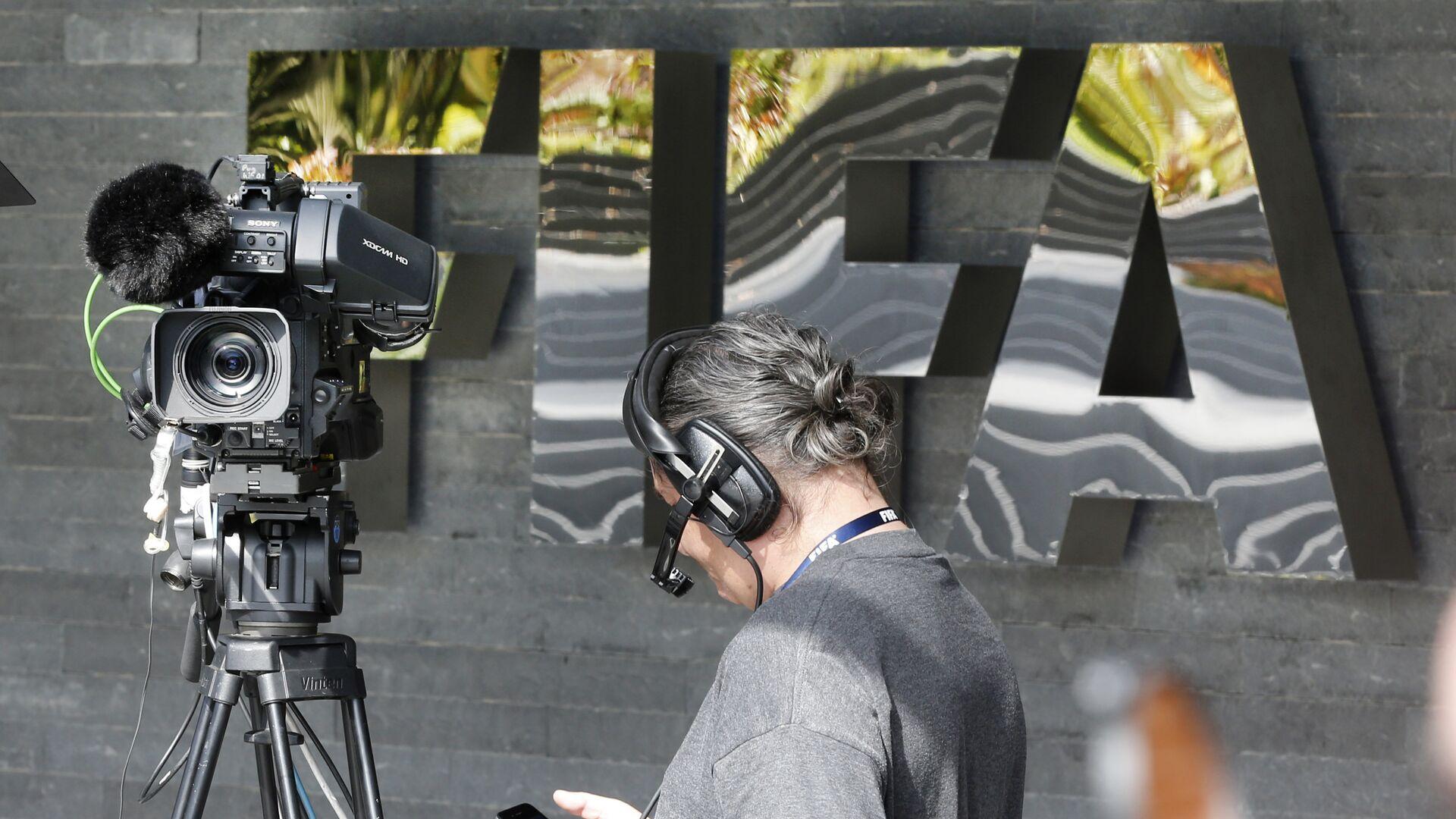 Вывеска ФИФА при входе в штаб-квартиру в Цюрихе - РИА Новости, 1920, 15.03.2021