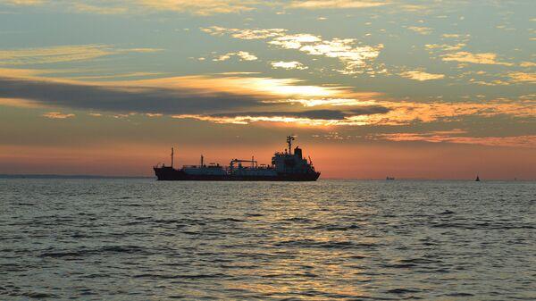 Нефтяной танкер.