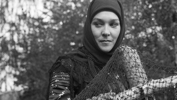 Актриса Александра Завьялова в фильме Тени исчезают в полдень. Архивное фото