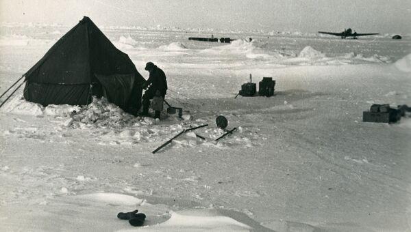 Лагерь воздушной экспедиции под руководством профессора Гаккеля Я.Я. 1948