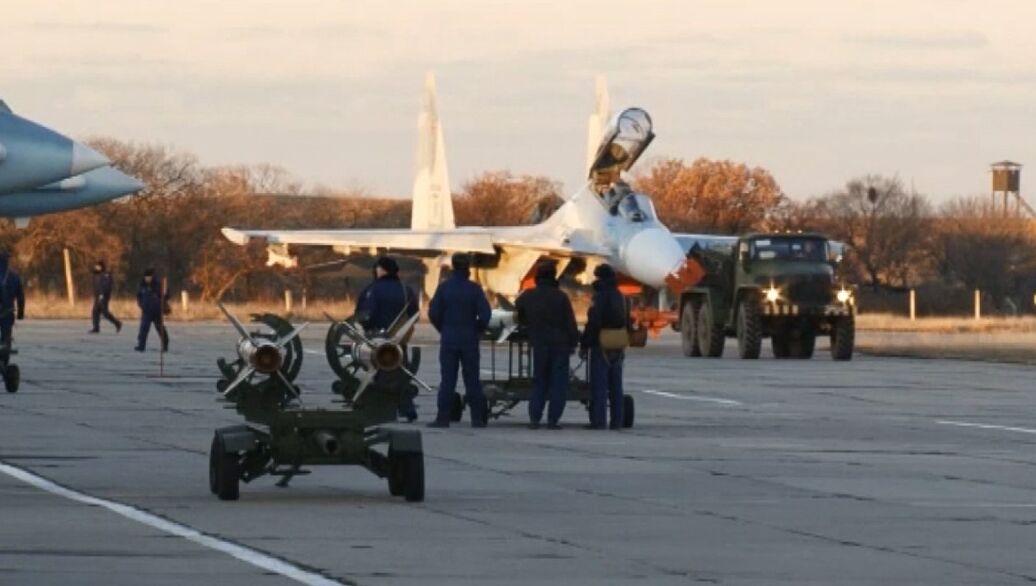 Минобороны перебросит в Крым более десяти истребителей