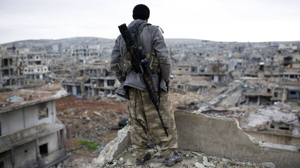 Сирийский курдский снайпер в городе Кобани. 2015 год