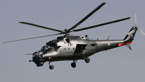 Ударный вертолет Ми-35М выполняет полет над аэродромом авиабазы Восточного военного округа, дислоцированной в Забайкальском крае. Архивное фото