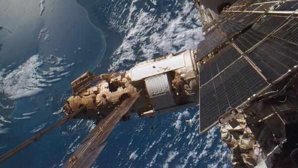 Орбитальная станция Мир, снятая экипажем американского Атлантиса, 19 сентября 1996