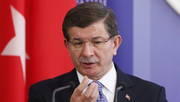 Премьер-министр Турции Ахмет Давутоглу в Киеве. Архивное фото