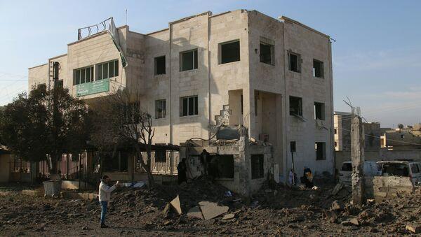 Поврежденная в результате авиаудара больница в городе Аазаз, Сирия. Архивное фото