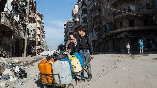 Местные жители в Алеппо, Сирия. Архивное фото
