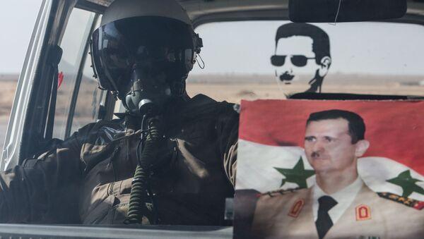 Летчик ВВС сирийской армии в автомобиле на базе Военно-воздушных сил Сирии в провинции Хомс. Архивное фото