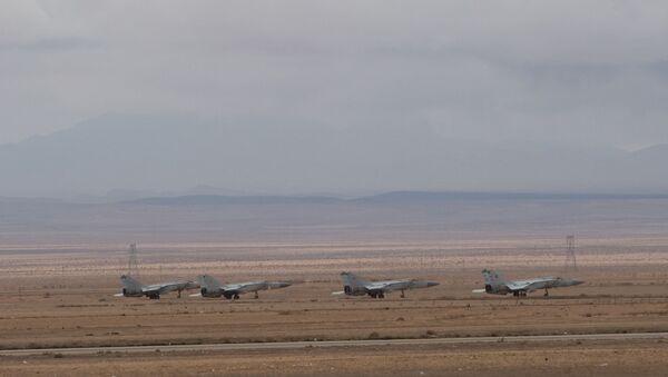 Самолеты сирийских ВВС на базе Военно-воздушных сил Сирии в провинции Хомс