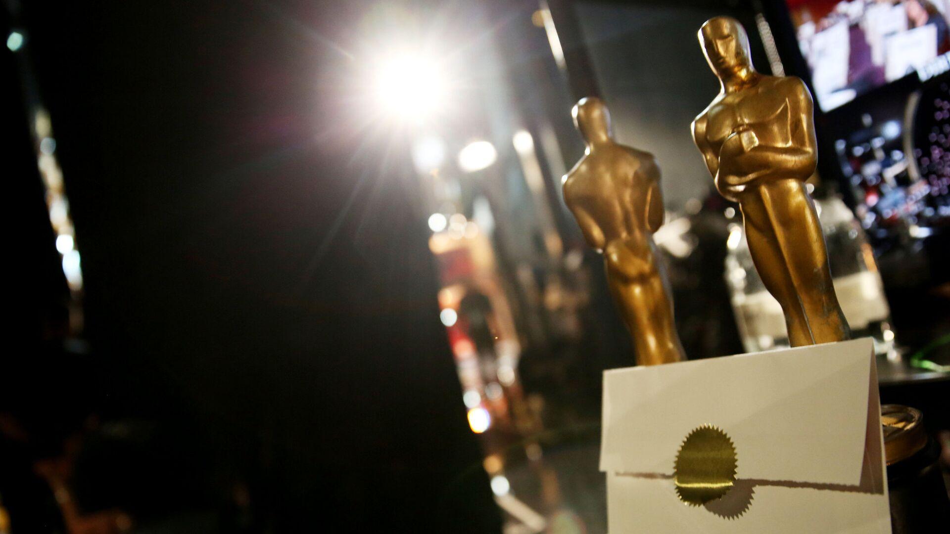 Статуэтки Оскара и конверт на репетиции перед церемонией вручения премии в 2015 - РИА Новости, 1920, 10.09.2020