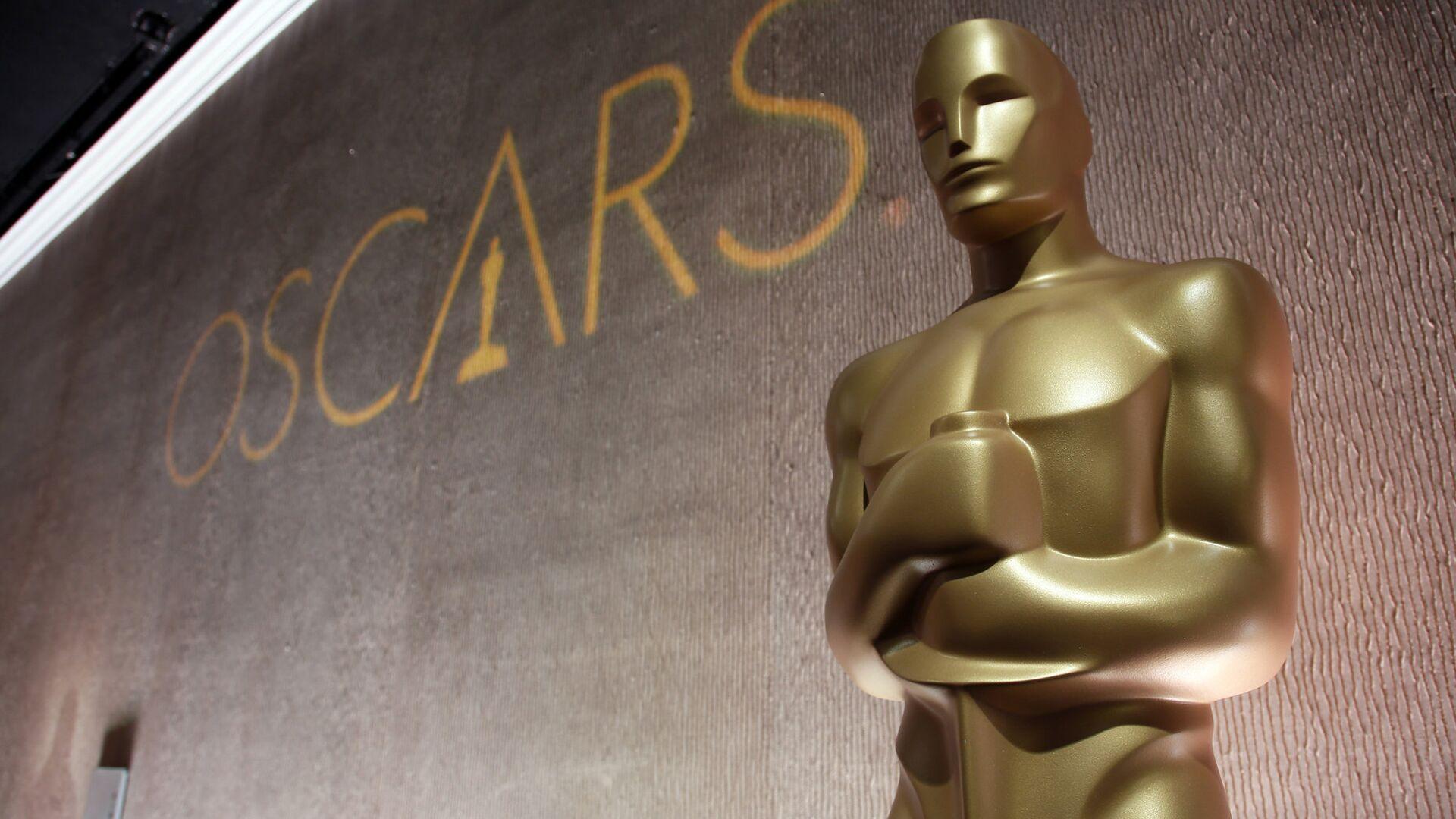 Статуэтка Оскара на обеде номинантов в отеле Beverly Hilton. Февраль 2016 - РИА Новости, 1920, 08.10.2020