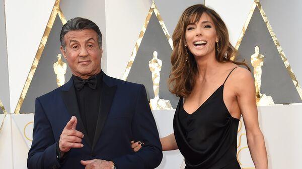 Актер Сильвестр Сталлоне и его жена Дженнифер Флавин на 88-й церемонии вручения премии Оскар в Голливуде
