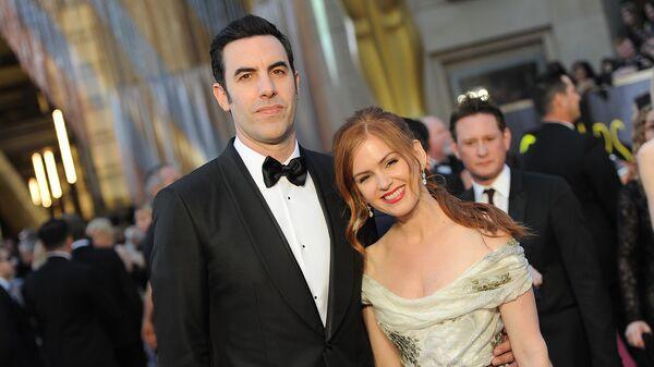 Комик Саша Барон Коэн и его жена, актриса Исла Фишер на 88-й церемонии вручения премии Оскар в Голливуде