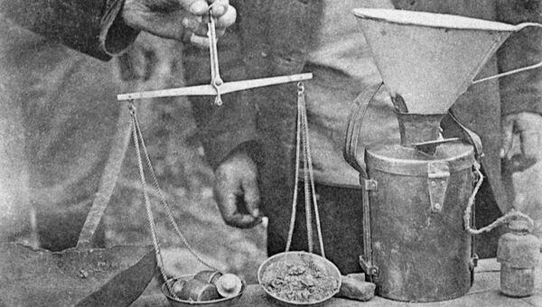 Прием и взвешивание золота на приисках Витимского горного округа. Иркутская область