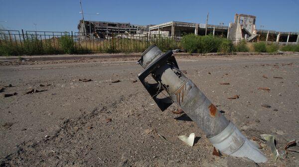 Снаряд на территории донецкого аэропорта