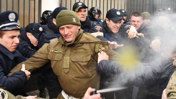 Столкновения участников акций в защиту Савченко и милиции у Генерального консульства Российской Федерации в Одессе
