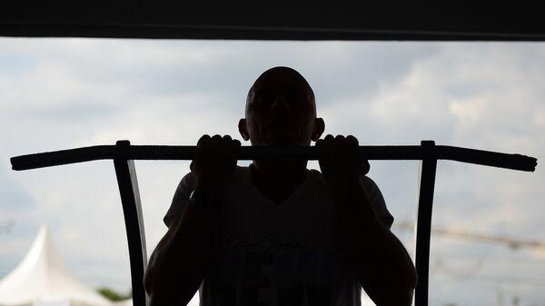 Участник во время мероприятия по сдаче нормативов Всероссийского физкультурно-спортивного комплекса Готов к труду и обороне. Архивное фото