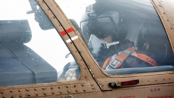 Пилот в кабине штурмовика Су-25 ВКС России. Архивное фото