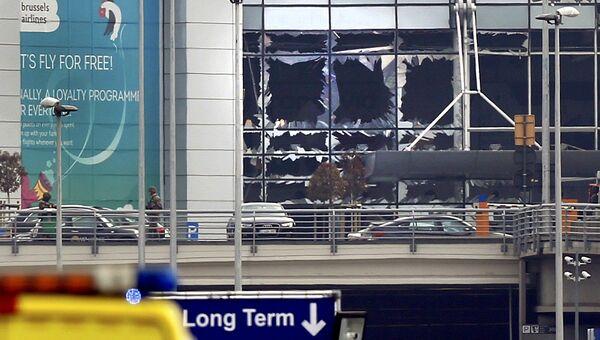 Стекла, выбитые во время взрыва в аэропорту Брюсселя. 22 марта 2016