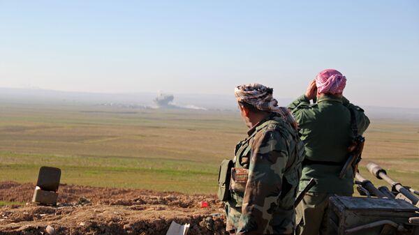 Курдское ополчение ведет бой с боевиками ИГ на севере Ирака
