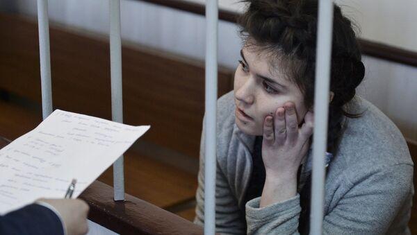 Студентка МГУ Варвара Караулова, обвиняемая в попытке участия в деятельности ИГ, в зале Лефортовского суда Москвы. Архив