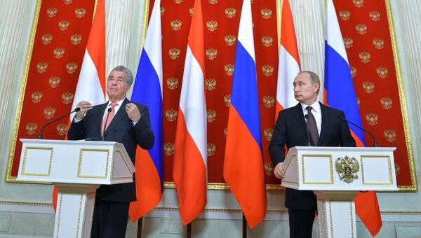Президент России Владимир Путин и президент Австрии Хайнц Фишер на пресс-конференции по итогам встречи в Кремле