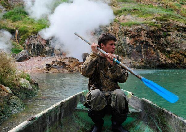 Инспектор кордона Долины Гейзеров в Кроноцком государственном природном биосферном заповеднике