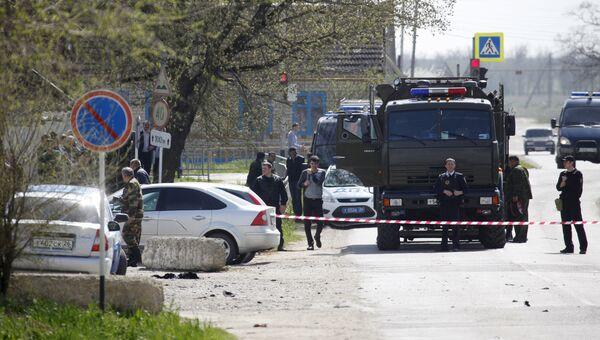 Сотрудники полиции на месте взрыва у здания ОВД в Ставропольском крае