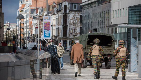 Военнослужащие обеспечивают безопасность в Брюсселе. Архивное фото