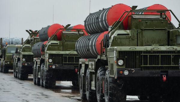 Зенитно-ракетные комплексы Триумф С-400. Архивное фото