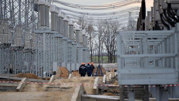 Строительство энергомоста. Архивное фото