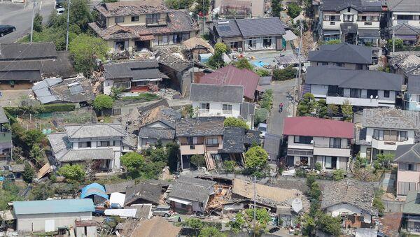Разрушенные в результате землетрясения здания. Япония. Архивное фото